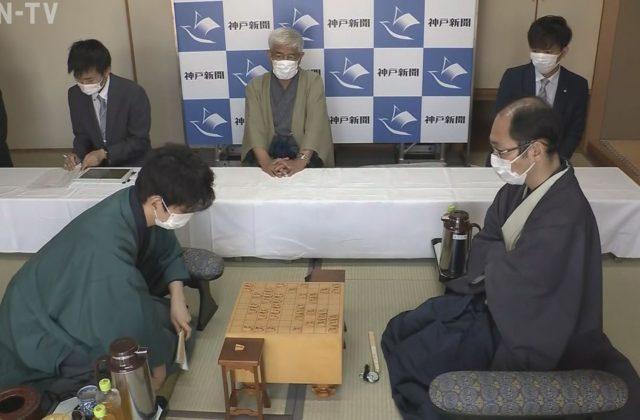 藤井棋聖 勝てば二冠に王手 王位戦第3局2日目